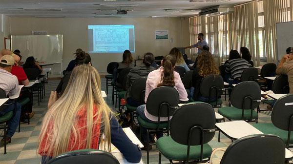 Dra. Glaucia Dias foi uma das palestrantes do curso de habilitação no PNSE