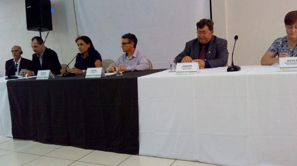 A médica-veterinária Glaucia Dias, neste ato representando a Rede Nacional de Laboratório, instituição organizadora do evento fez a apresentação do evento e objetivos a serem alcançados.