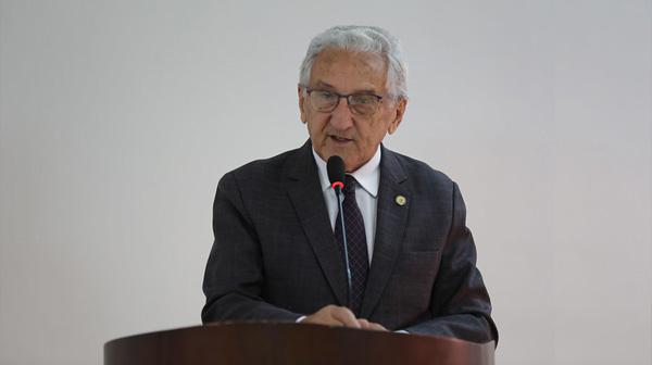 Para dar as boas-vindas, o anfitrião deste evento, o Presidente do Conselho Federal de Medicina Veterinária, Francisco Cavalcanti de Almeida fez a abertura.